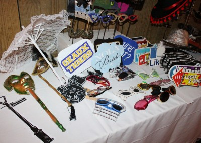 photo-booth-wedding-props-table